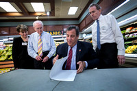 At food market, Christie talks about state's economic future