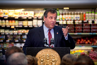 At food market, Christie vetoes $15 an hour minimum wage bill