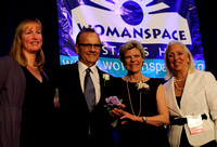 Baseball's Joe Torre accepts Womanspace award